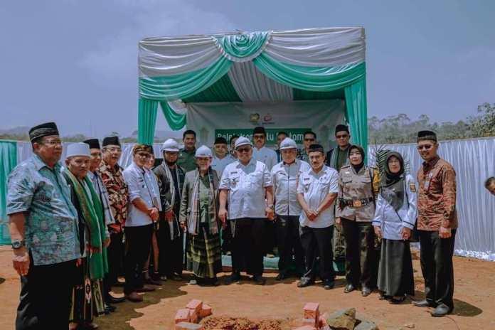 Bupati Sukabumi secara pribadi wakafkan 100 Juta pada Pembangunan Mesjid Pesantren Yatim